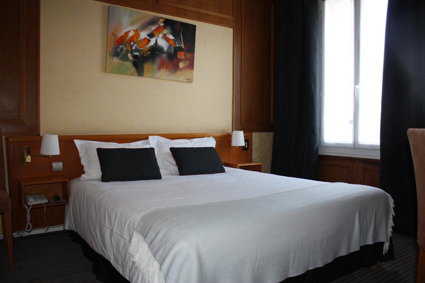 chambre deluxe hotel le dauphin la defense
