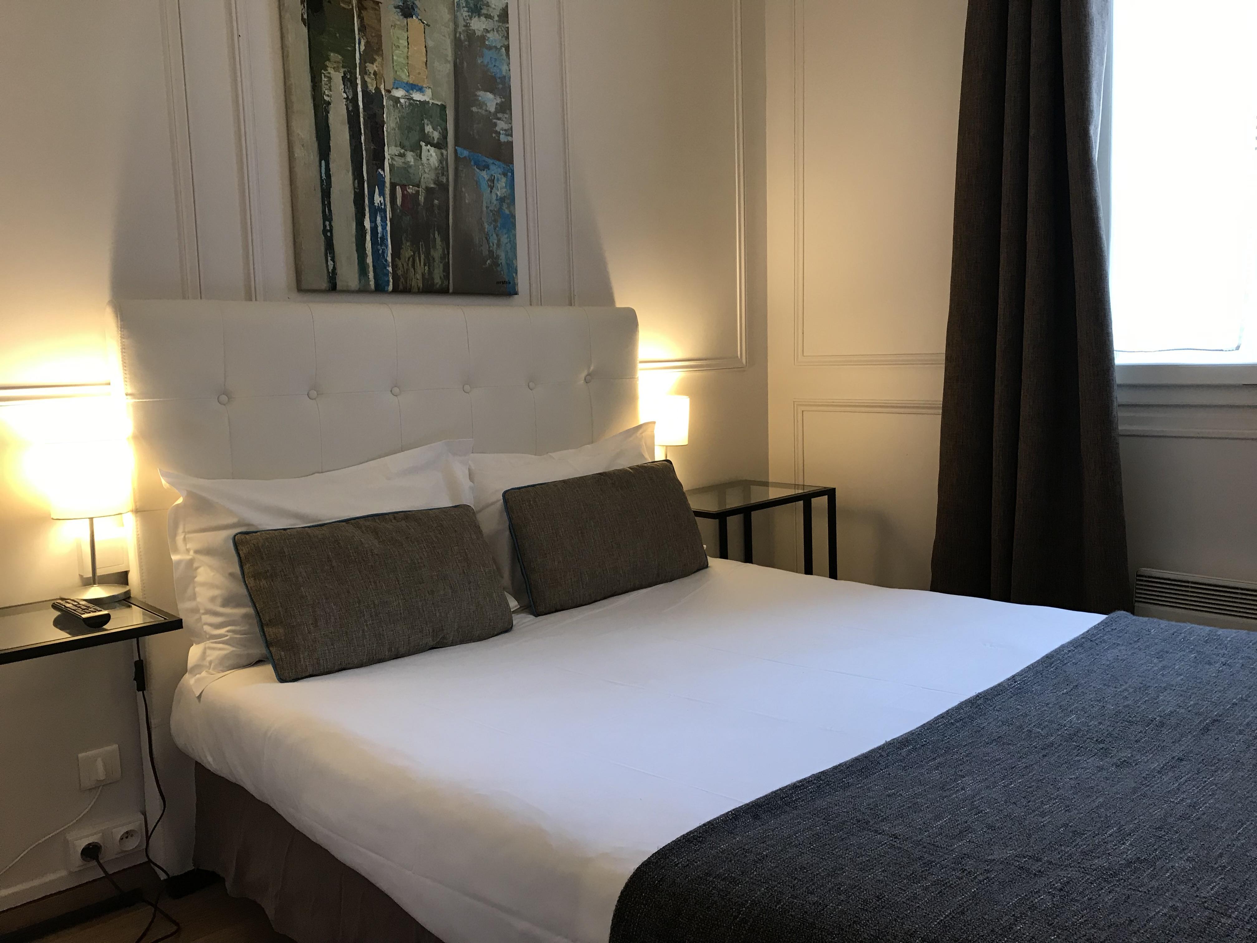 Die Zimmer | Hôtel Le Dauphin Puteaux Paris La Défense - L\'hôtel 3 ...