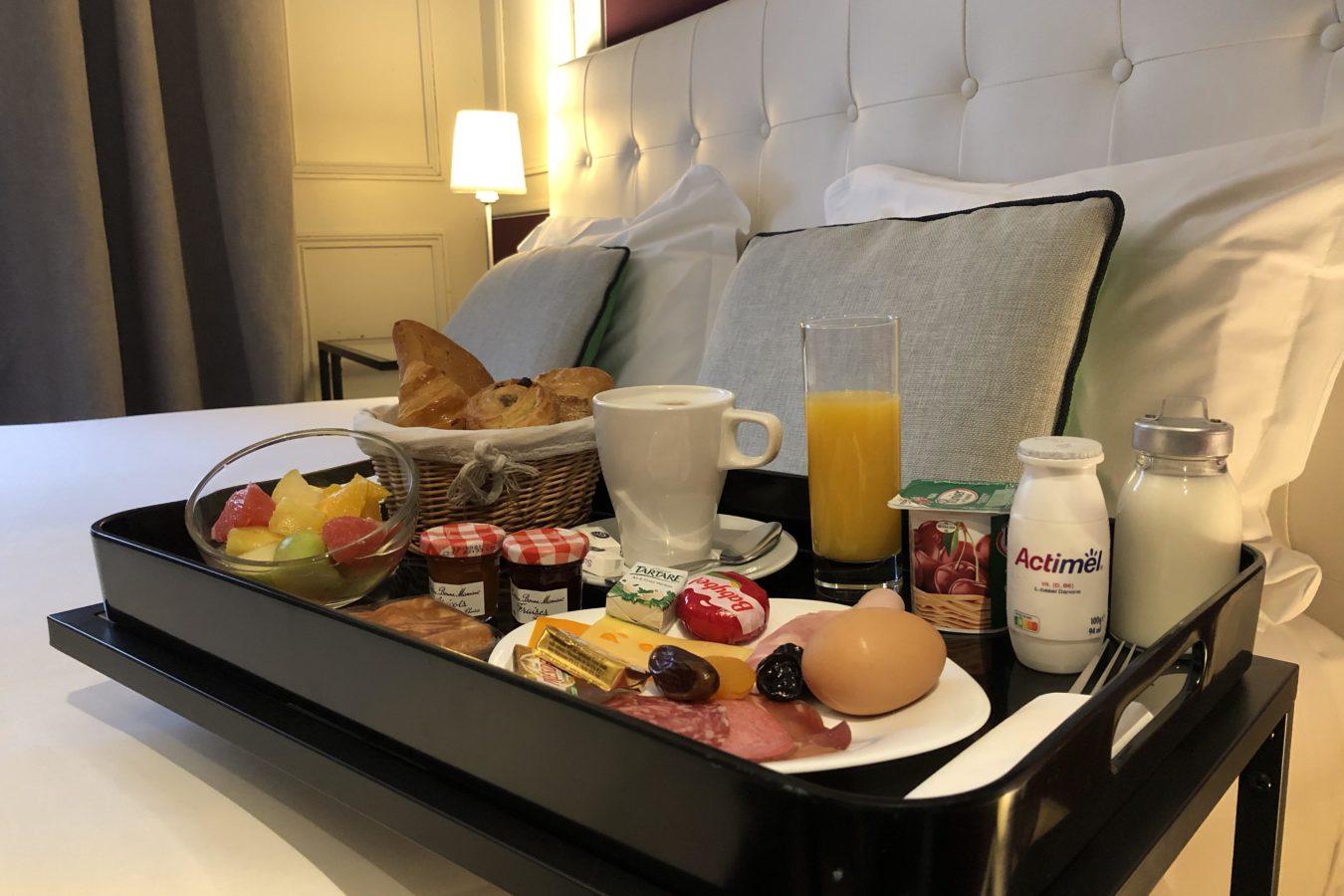 Petit Déjeuner en chambre deluxe premium