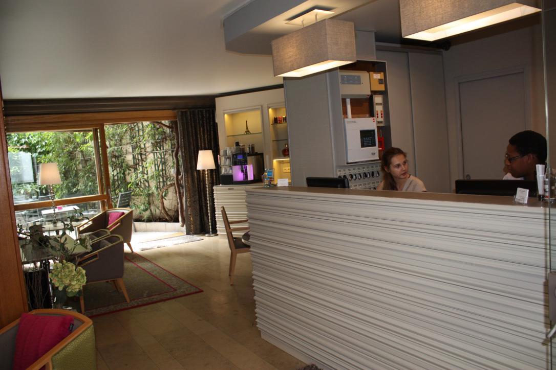 service hotel le dauphin puteaux reception