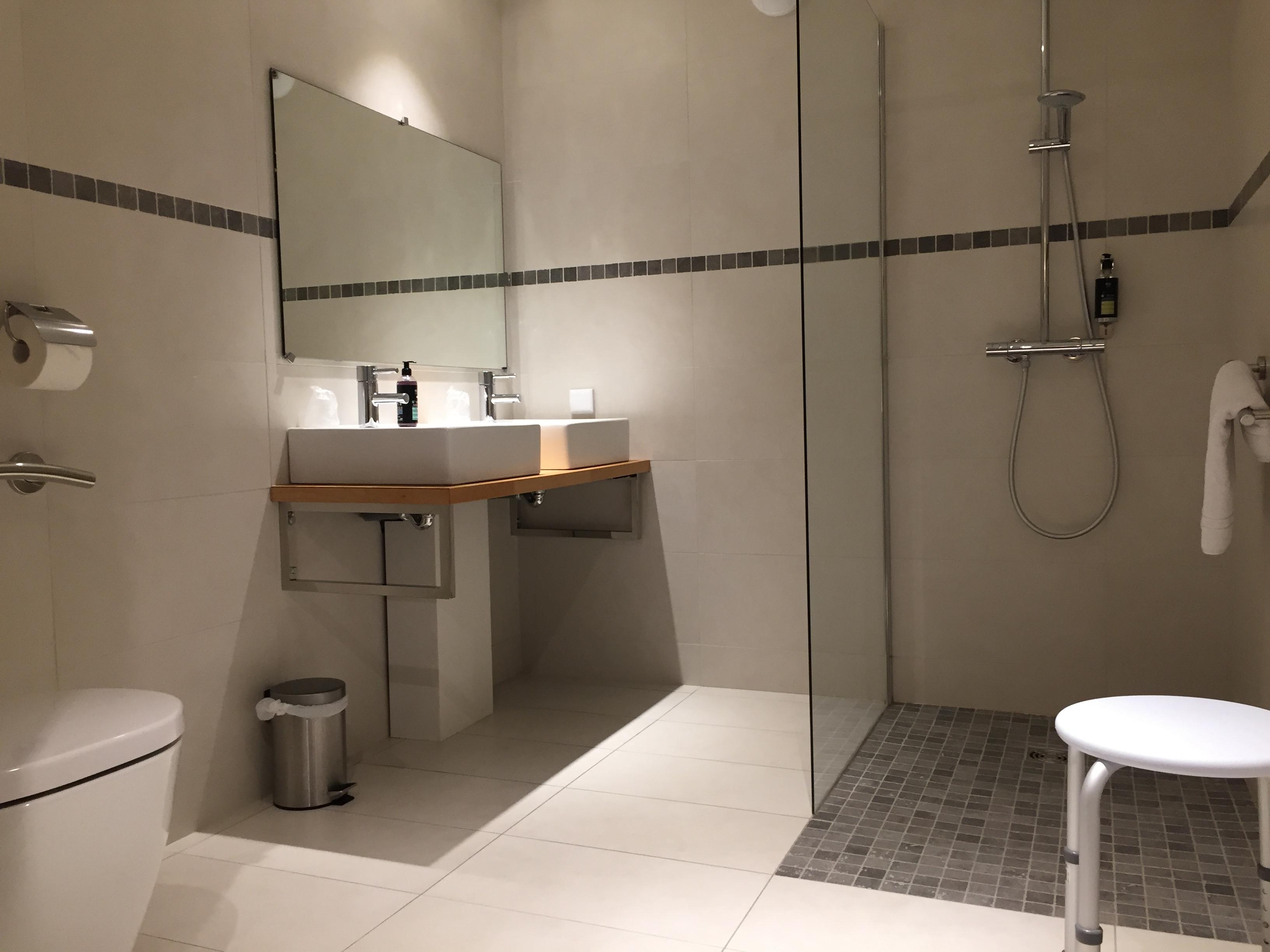 hotel-dauphin-chambre-pmr9